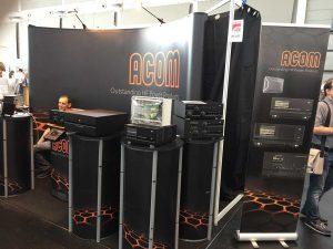A1-227: ACOM Ltd. — de fapt, ACOM a avut mai multe stand-uri: 221, 227 și 530, pentru mai multe linii de produse: rotatoare, amplificatoare, comutatoare de antene etc.