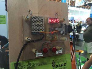 A1-147: JOTA-Team / Jamboree on the Air — Experiment: bărci cu vele și senzori NFC — cronometrul electronic; cronometrul se oprea în momentul în care senzorii NFC făceau câmp comun.