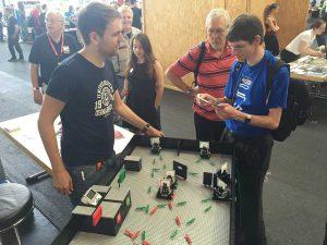 Maker Faire: Un banc de experimente optice bazat pe Lego...