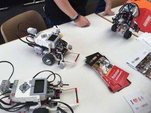 Maker Faire: În caz că nu le știți, dați fuga și cumpărați aceste kit-uri copiilor voștri. Se numesc mindstorms și reprezintă probabil una dintre cele mai reușite platforme pentru inițiere în robotică și programare.