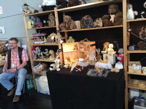 Maker Faire: ursuleți de pluș și producătorul lor.
